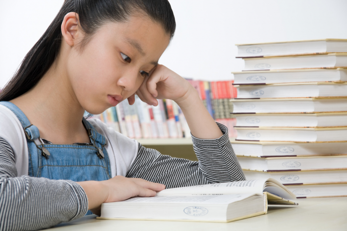 Girl-reading-book_10_12-700x466.png