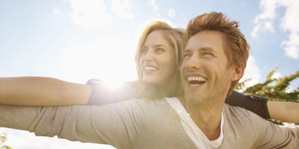 HAPPY-COUPLE-1024x512 چگونه شاد زندگی کنیم