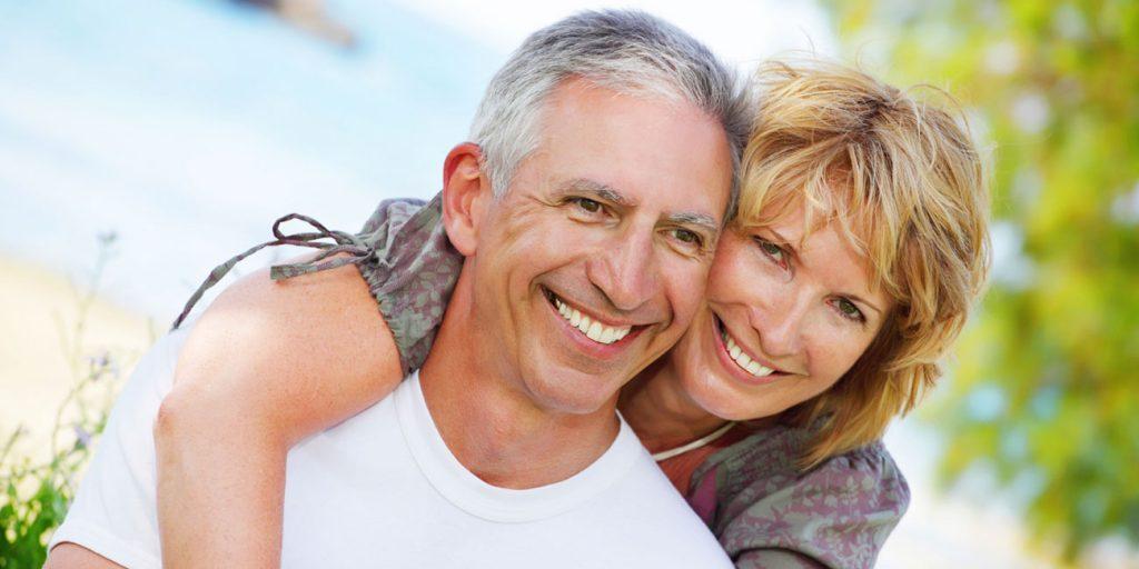 happy-older-couple-1024x512 روشهای شاد زیستن